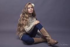 Modelshooting mit Giselle - @model_giselle_g #model #shooting #girlie #girl #jugendlich #jung #stifel #sitzend #studio #fashion #beauty #canon #lange haare #haare #teeny #teen #mädchen #deanb #dame #sweet #homestudio